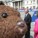 Ken Livingstone in background behind Bearsac's muzzle.
