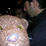 David Schwimmer in background ignoring Bearsac