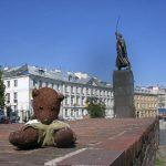 Bearsac on low wall in foreground of the Jan Kiliński Monument.